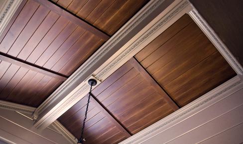 отделка потолков, ceiling plinth mounting
