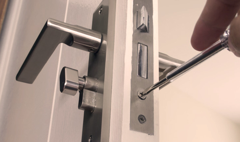 врезка дверного замка, door lock mounting